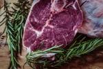 Κόκκινο κρέας: το τρώμε και μας «τρώει»