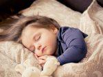 Πότε πρέπει να πάει το παιδί για ύπνο; Δείτε τον πίνακα