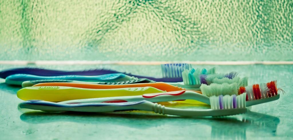 toothbrush 390870 1920