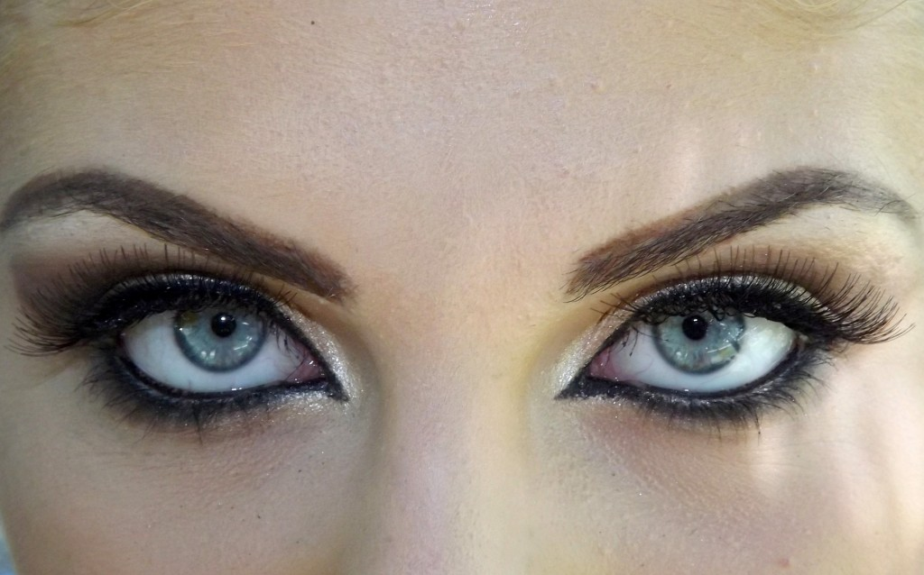 eye 881884 1920