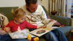 Γιατί πρέπει να διαβάζετε στο 6 μηνών μωρό σας