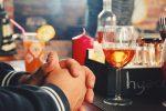 Πειράζει να πίνουμε αλκοόλ μπροστά στα παιδιά μας;