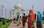 Ο κορωνοϊός σαρώνει την Ινδία