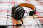 Ακούτε τραγούδια προτού κοιμηθείτε; Καλύτερα όχι