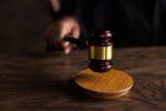 Δικαστής επιτρέπει σε 12χρονο να εμβολιαστεί, παρά τις αντιρρήσεις του πατέρα του